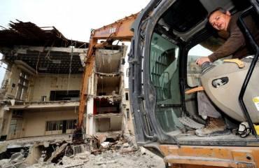 Témoignage de Joachim Ribeiro, conducteur de la pelleteuse qui grignote l'Hôtel de Ville